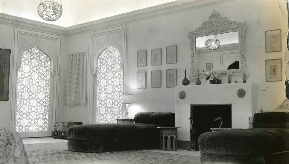 The Mughal Suite bedroom, with its original fireplace, 1938. Shangri La Historical Archives, Doris Duke Foundation for Islamic Art, Honolulu, Hawai'i.