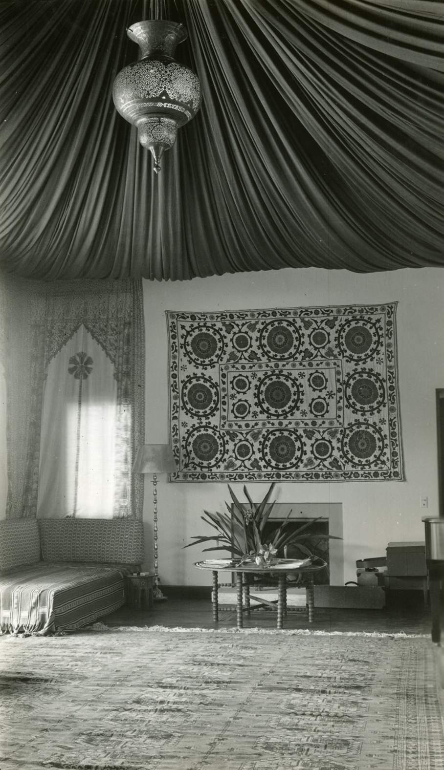 Block-printed curtains from India framed doorways, walls, and windows in the Playhouse to enhance the effect of a tented interior, 1939. Shangri La Historical Archives, Doris Duke Foundation for Islamic Art, Honolulu, Hawai'i.
